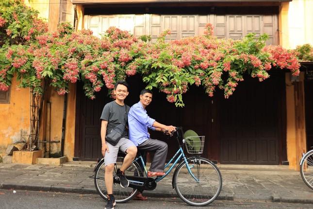 Hành trình xuyên Việt xúc động của chàng thanh niên 9x cùng 'bạn của ông nội' ảnh 1