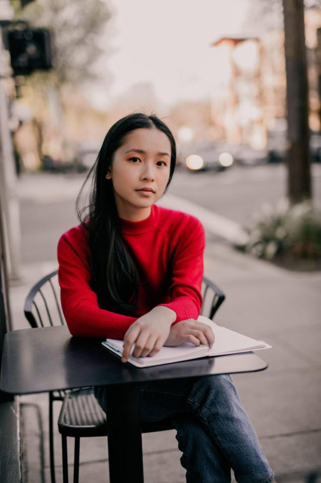 Nữ sinh gốc Việt 18 tuổi học đại học Stanford, thắng giải thưởng thơ thanh niên của Mỹ ảnh 4