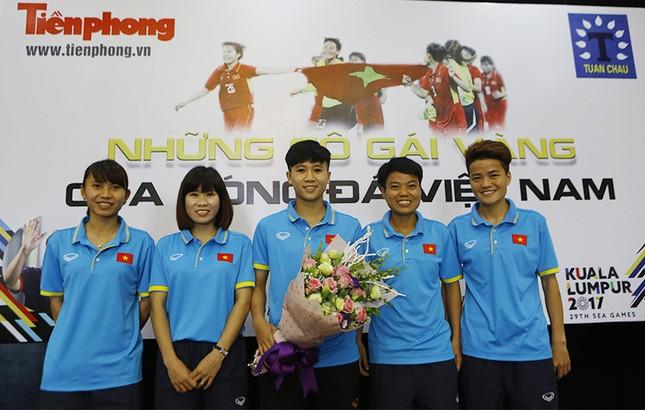 Giao lưu trực tuyến với những 'cô gái vàng' bóng đá Việt ảnh 2