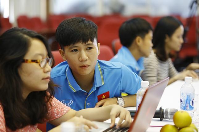 Giao lưu trực tuyến với những 'cô gái vàng' bóng đá Việt ảnh 6