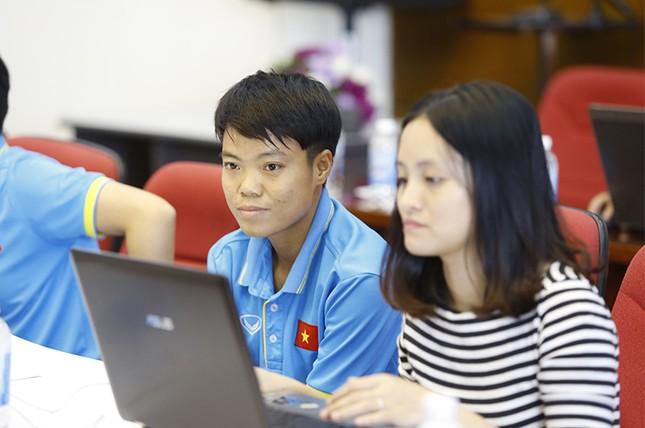 Giao lưu trực tuyến với những 'cô gái vàng' bóng đá Việt ảnh 7