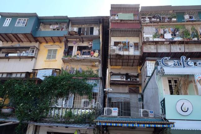 Thót tim với những căn nhà ở Thủ đô oằn mình chờ sập ảnh 12