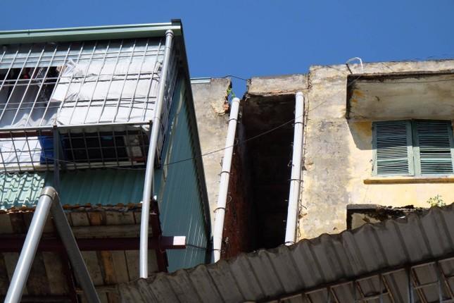Thót tim với những căn nhà ở Thủ đô oằn mình chờ sập ảnh 15