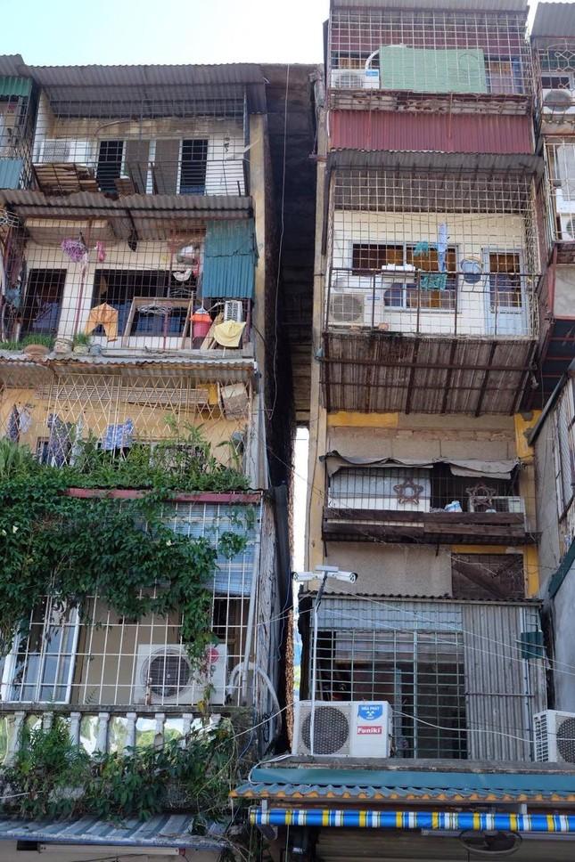 Thót tim với những căn nhà ở Thủ đô oằn mình chờ sập ảnh 16