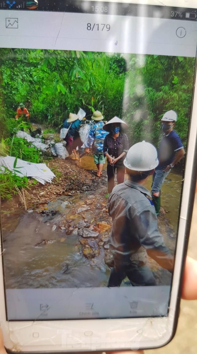 Vạn dân Hà Nội khốn khổ vì nước có mùi lạ: Chất bẩn từ đầu nguồn nước sông Đà? ảnh 4