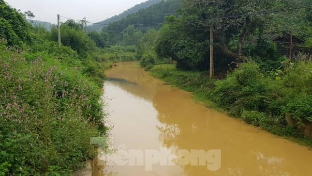 Vạn dân Hà Nội khốn khổ vì nước có mùi lạ: Chất bẩn từ đầu nguồn nước sông Đà? ảnh 2