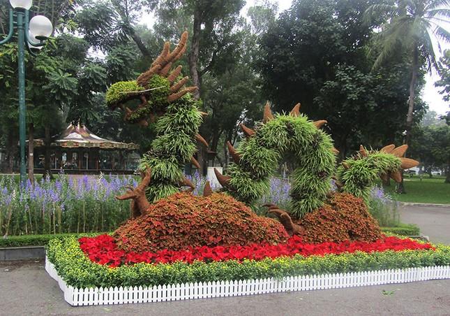 Độc đáo 12 con giáp bằng cây hoa nghệ thuật trong công viên Thống Nhất ảnh 3