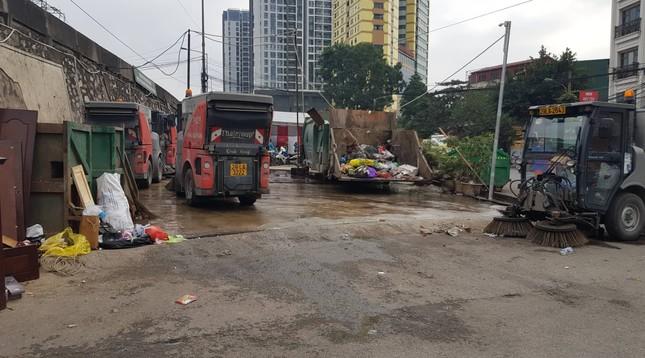 Hà Nội: Rác tăng đột biến 30 Tết, công nhân căng mình dọn rác ảnh 7