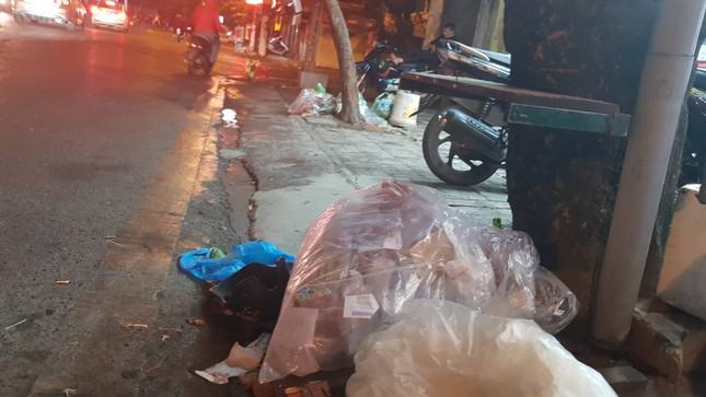 Hà Nội: Rác tăng đột biến 30 Tết, công nhân căng mình dọn rác ảnh 6
