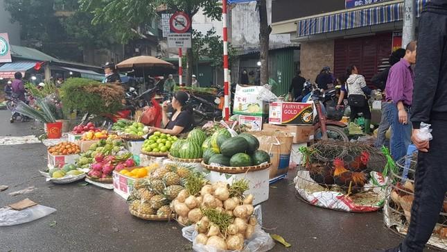 Hà Nội: Giá thịt lợn, thịt gà tăng kỷ lục, người dân chen nhau mua 30 Tết ảnh 4