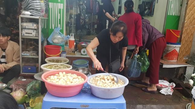 Hà Nội: Giá thịt lợn, thịt gà tăng kỷ lục, người dân chen nhau mua 30 Tết ảnh 10