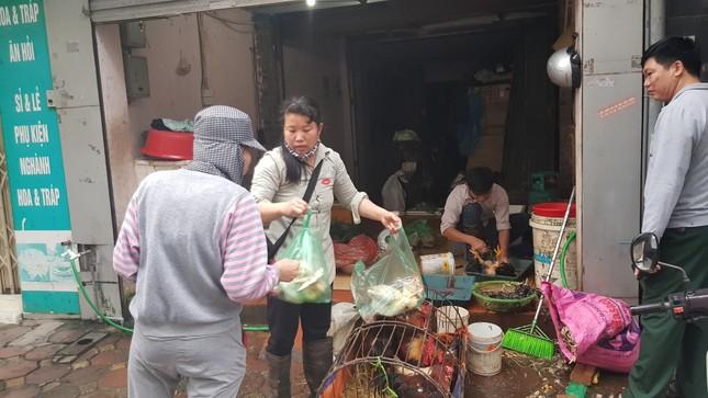 Hà Nội: Giá thịt lợn, thịt gà tăng kỷ lục, người dân chen nhau mua 30 Tết ảnh 8