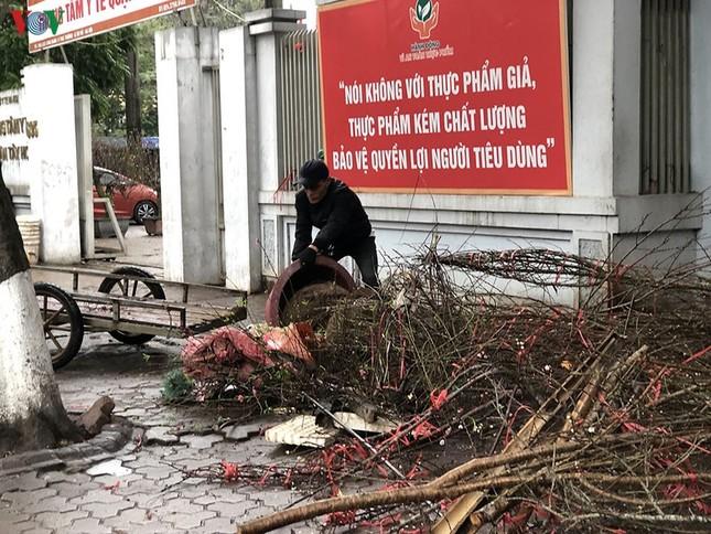 Hà Nội: Rác tăng đột biến 30 Tết, công nhân căng mình dọn rác ảnh 8