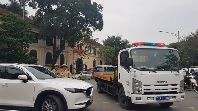 Xử phạt xong, bãi xe tự phát ở Hà Nội tiếp tục 'chặt chém' ảnh 1