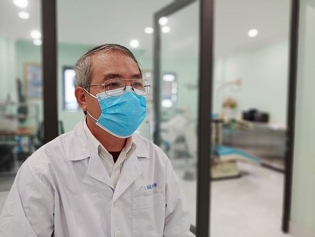 Bác sĩ 70 tuổi tham gia chống dịch Covid-19: Vì ý nghĩa, trách nhiệm nghề y ảnh 1