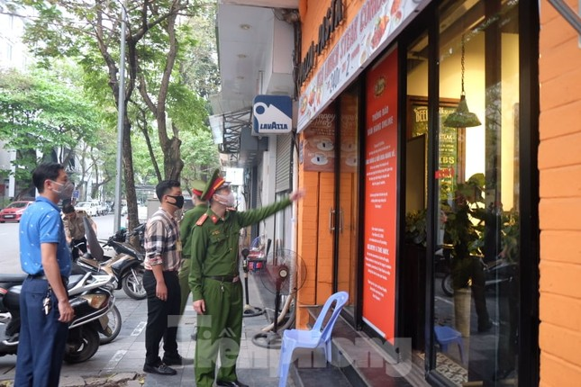 Hà Nội 'rà từng ngõ, gõ từng nhà' đề nghị ngừng kinh doanh ảnh 10