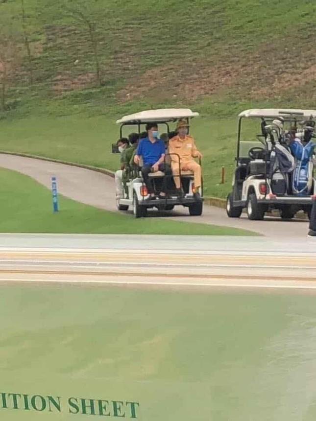 Công an lên tận 'green' giải tán người chơi golf ảnh 2