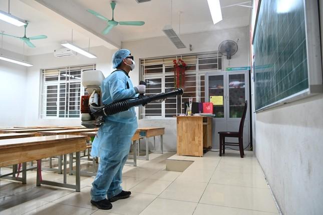 Hà Nội: Các trường học tất bật chuẩn bị đón học sinh đi học trở lại ảnh 1