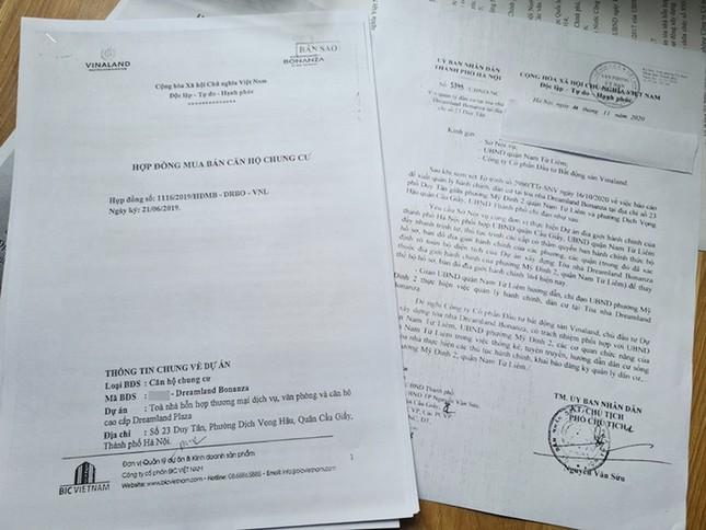 Hà Nội: Cư dân căng băng rôn vì mua chung cư 'kẹt' địa giới giữa hai quận ảnh 1