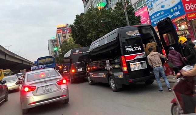 Nhiều xe khách hoạt động như 'xe vua' trên đường ảnh 3