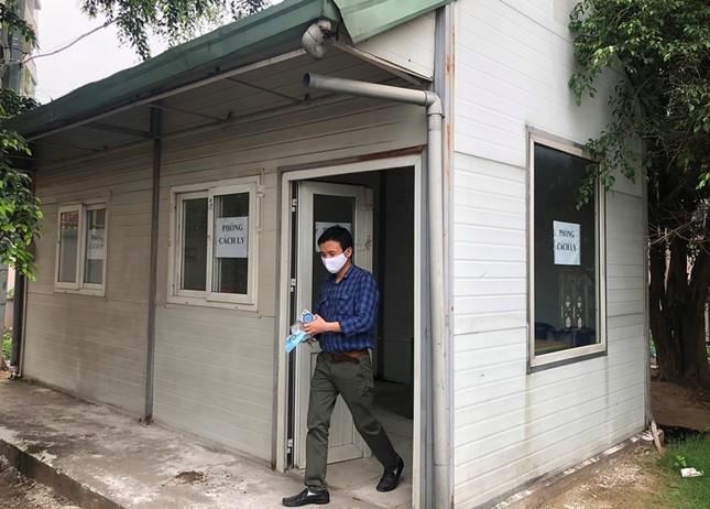Bên trong nhà cách ly người nghi nhiễm Covid-19 tại bến xe Hà Nội có gì? ảnh 3