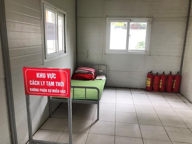 Bên trong nhà cách ly người nghi nhiễm Covid-19 tại bến xe Hà Nội có gì? ảnh 4