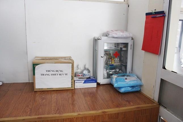 Bên trong nhà cách ly người nghi nhiễm Covid-19 tại bến xe Hà Nội có gì? ảnh 8
