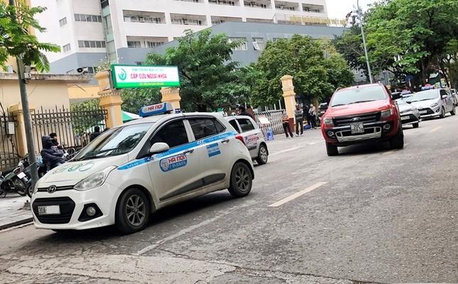 Nhiều taxi vẫn 'chống lệnh' hạ cửa kính khi chạy trên đường ảnh 3