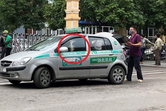 Nhiều taxi vẫn 'chống lệnh' hạ cửa kính khi chạy trên đường ảnh 4