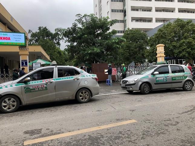 Nhiều taxi vẫn 'chống lệnh' hạ cửa kính khi chạy trên đường ảnh 5