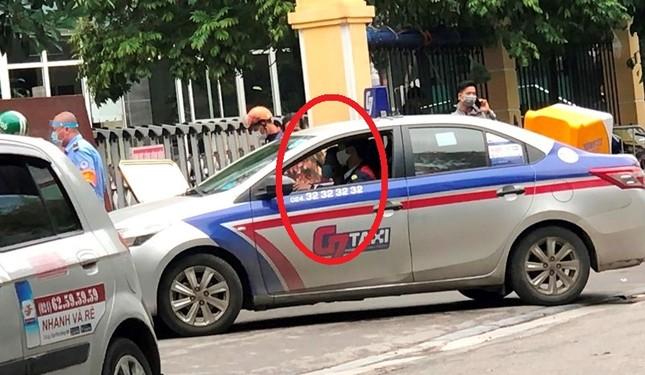 Nhiều taxi vẫn 'chống lệnh' hạ cửa kính khi chạy trên đường ảnh 7