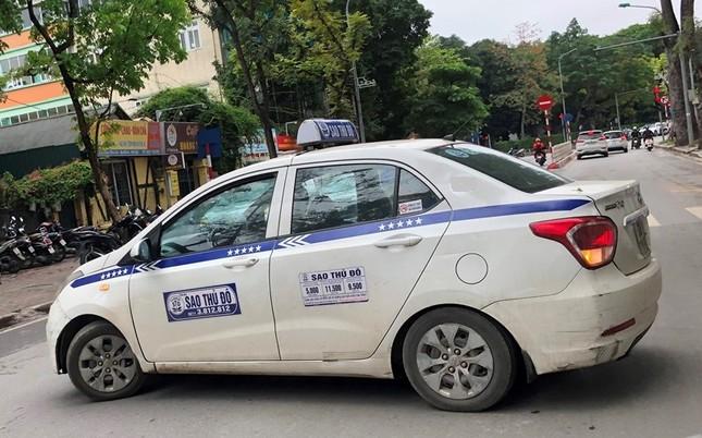 Nhiều taxi vẫn 'chống lệnh' hạ cửa kính khi chạy trên đường ảnh 9