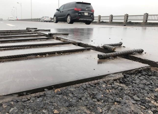 Rủi ro phương tiện lưu thông trên cầu Vĩnh Tuy những ngày mưa phùn ảnh 9