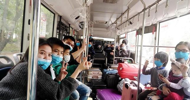 Tâm sự của tài xế xe buýt đưa người hết cách ly về địa phương ảnh 1