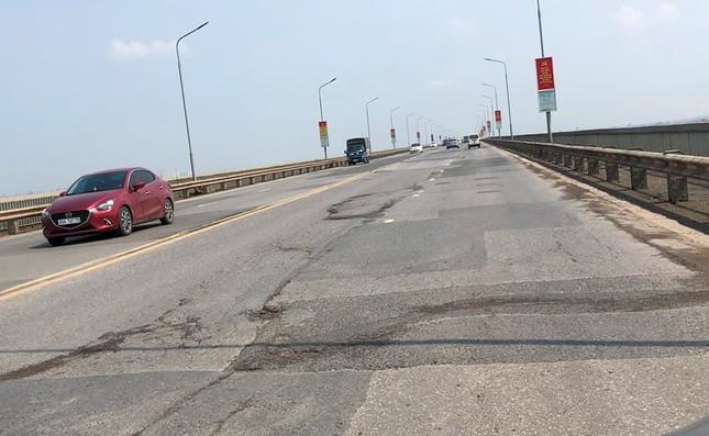 Mặt cầu Thăng Long 'rách tơi tả' sau nhiều lần sửa chữa ảnh 7