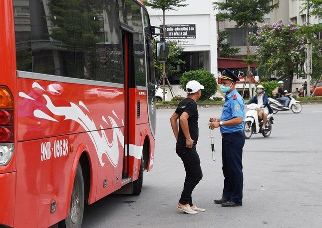 """Xe buýt hoạt động như """"xe dù"""" bị yêu cầu giải trình để xử lý ảnh 1"""