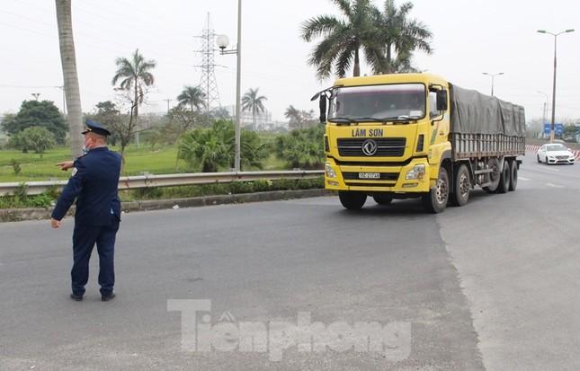 Cầu Thăng Long lập chốt kiểm soát xe quá tải thế nào? ảnh 12