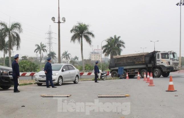 Cầu Thăng Long lập chốt kiểm soát xe quá tải thế nào? ảnh 3