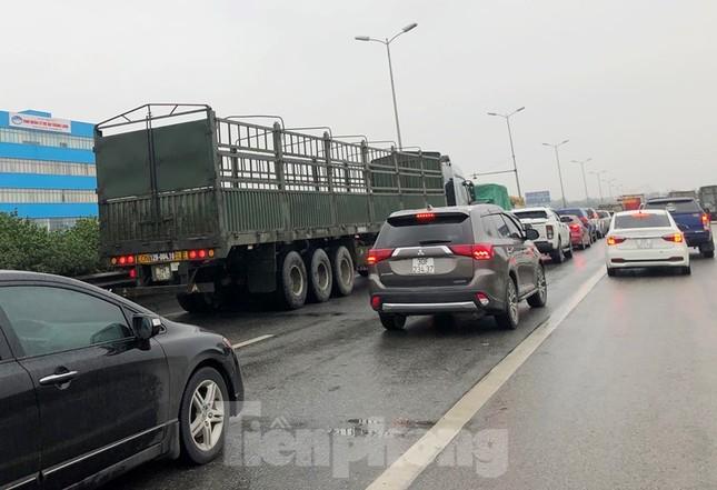 Cầu Thanh Trì ùn tắc trong ngày đầu hạ tốc độ xuống 60km/h ảnh 12