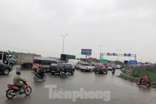 Cầu Thanh Trì ùn tắc trong ngày đầu hạ tốc độ xuống 60km/h ảnh 5