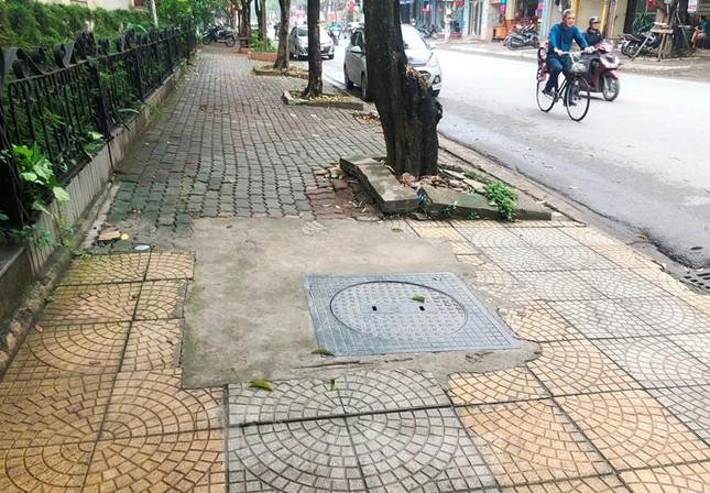 Cận cảnh các tuyến phố lát đá phá vỡ kết cấu vỉa hè Hà Nội ảnh 10
