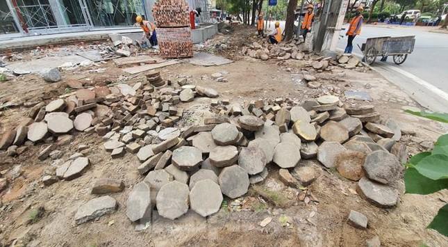 Cận cảnh các tuyến phố lát đá phá vỡ kết cấu vỉa hè Hà Nội ảnh 2