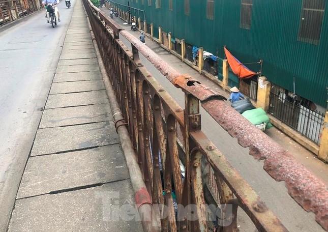 Mặt cầu Long Biên thủng lỗ chỗ được sửa chữa thế nào? ảnh 11