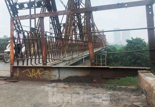Mặt cầu Long Biên thủng lỗ chỗ được sửa chữa thế nào? ảnh 12