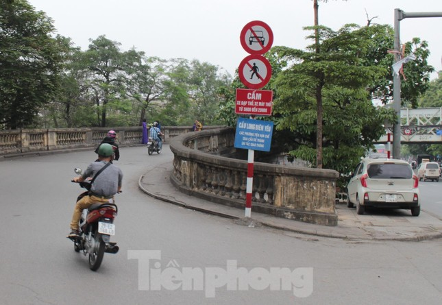 Mặt cầu Long Biên thủng lỗ chỗ được sửa chữa thế nào? ảnh 13