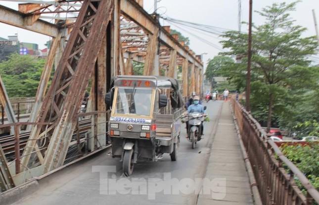Mặt cầu Long Biên thủng lỗ chỗ được sửa chữa thế nào? ảnh 14