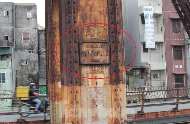 Mặt cầu Long Biên thủng lỗ chỗ được sửa chữa thế nào? ảnh 2