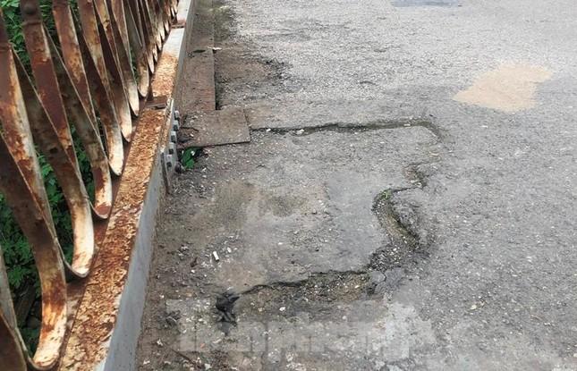 Mặt cầu Long Biên thủng lỗ chỗ được sửa chữa thế nào? ảnh 7