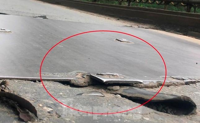 Mặt cầu Long Biên thủng lỗ chỗ được sửa chữa thế nào? ảnh 10
