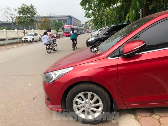 Di chuyển xe khách dán kín quảng cáo, xóa bãi xe lậu ở Linh Đàm ảnh 1